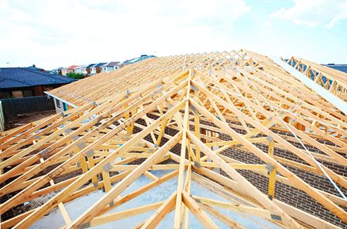 деревянные фермы четырехскатной крыши