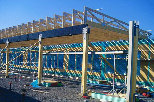 стропильные фермы и балки двускатной крыши